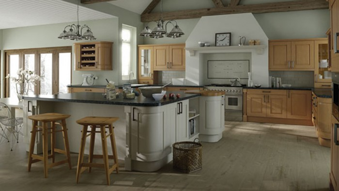 Kitchen Designs - Windsor Classic: Oak and Ivory supplied by Superior Cabinets