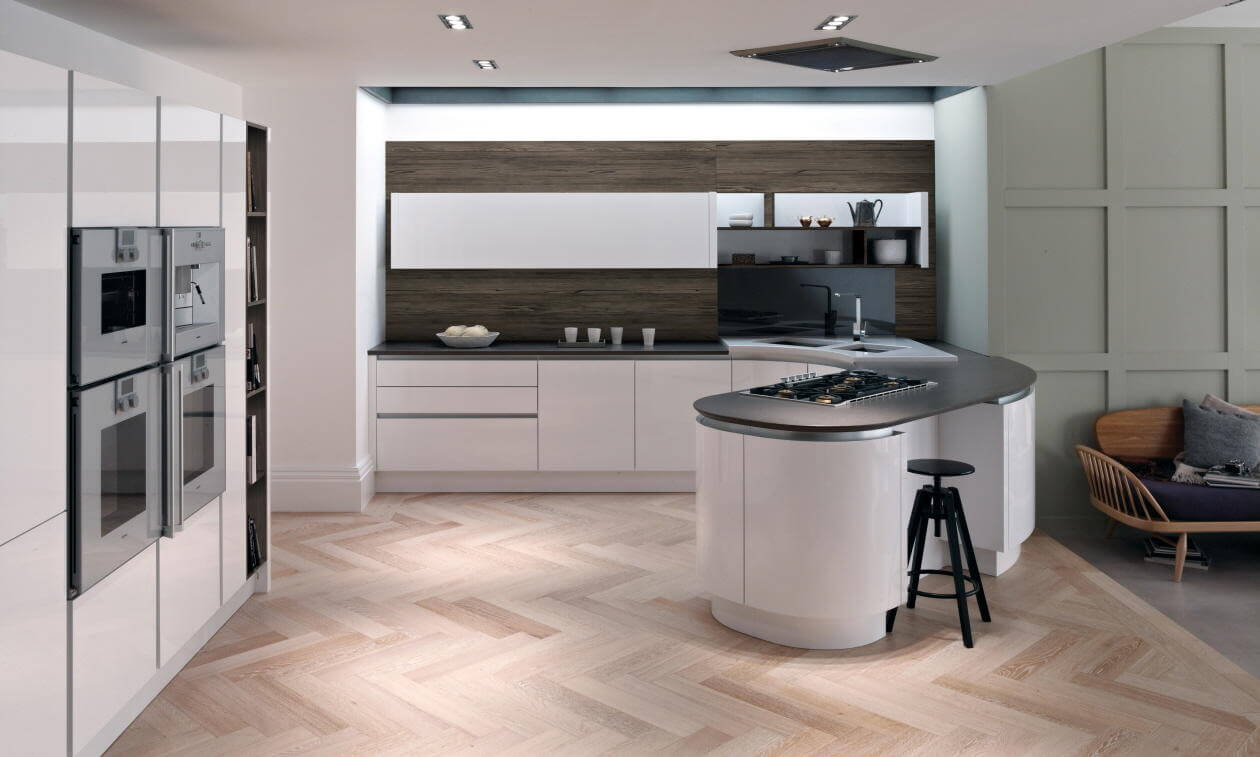 Tomba Tomba is a handleless kitchen with a stylish aluminium rail for effortless opening of cabinets.